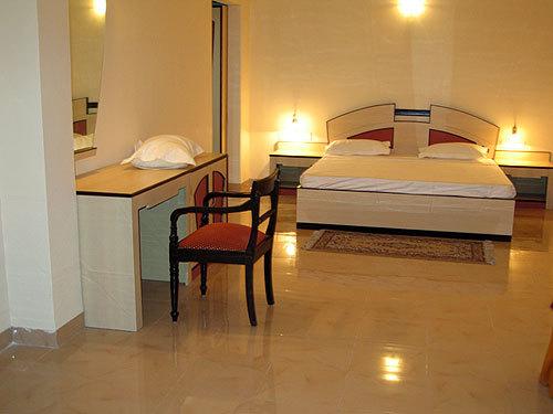 Golden Park Hotel & Resort
