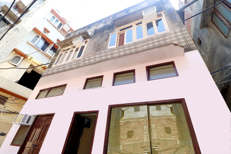 OYO 38404 Arora Classic Guest House