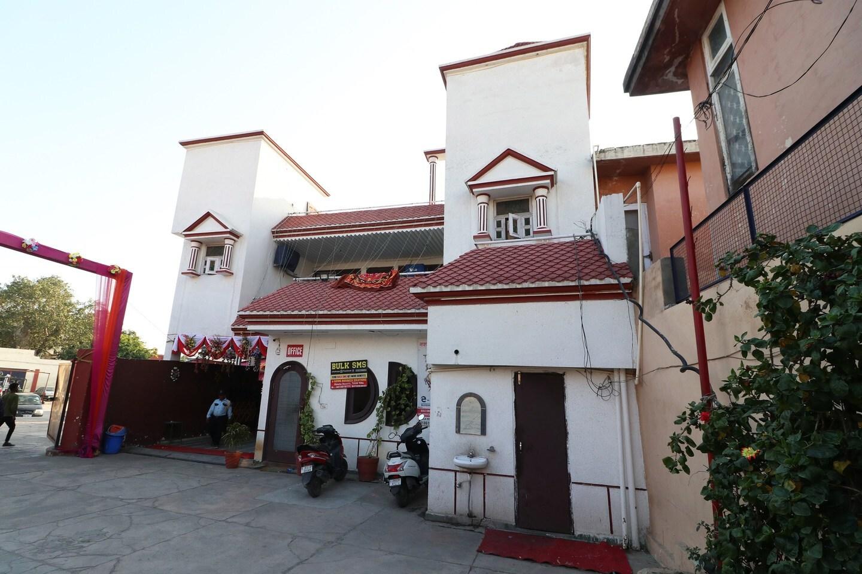 OYO 30467 Sheela Resort