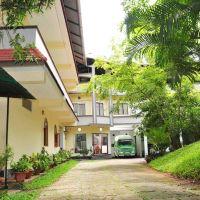 Lake Palace Family Resort Kumarakom