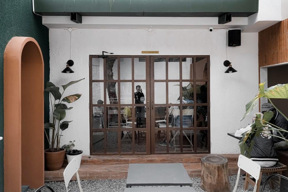8 Restoran Kafe Berkonsep Unik Di Bandung Wego Indonesia Travel Blog