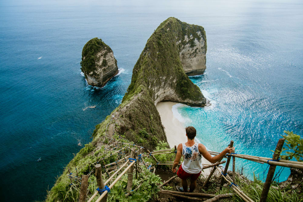Pantai Kelingking, spot foto paling terkenal di Nusa Penida.