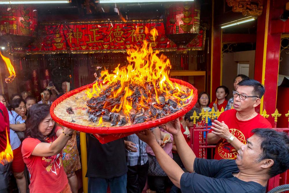Tradisi Pembakaran Uang Arwah_Wego_Tradisi Imlek