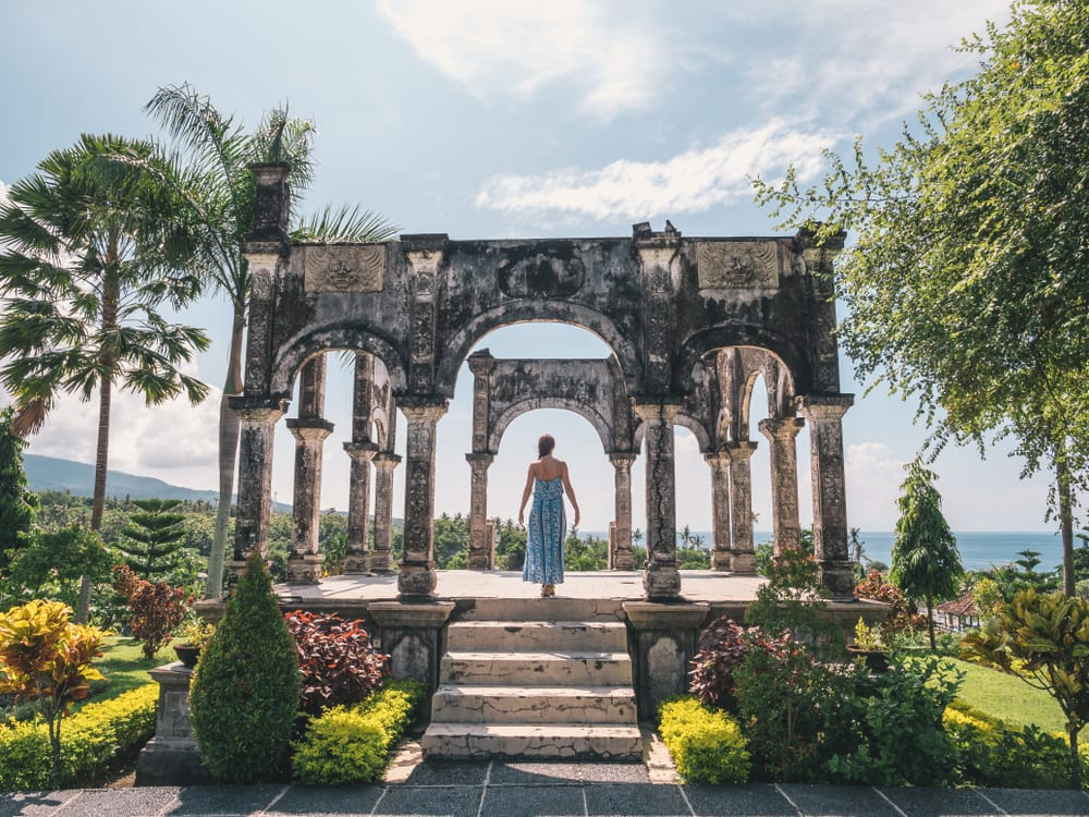 Salah satu spot ikonik di Pura Taman Ujung.